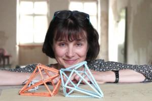 Autorin Anka Brüggemann freut sich über den Erfolg von «Papierobjekte aus alten Büchern».